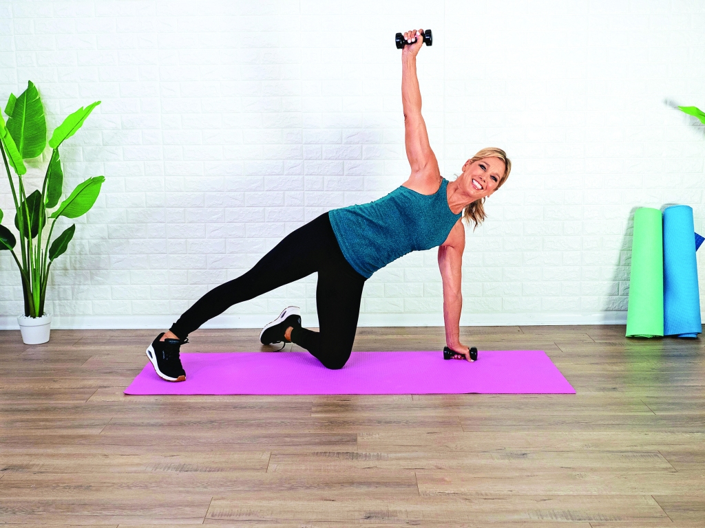 Denise Austin doing knee plank and twist