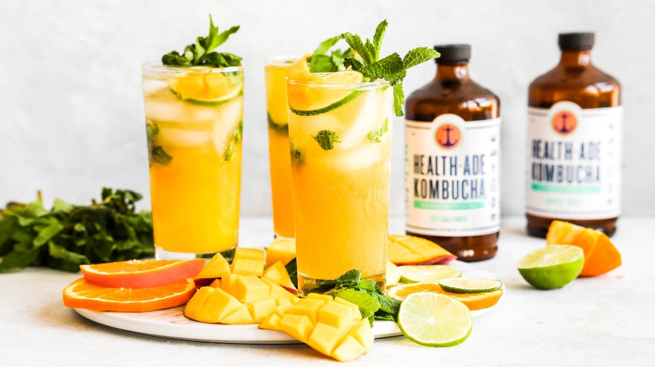 kombucha cocktail with lime