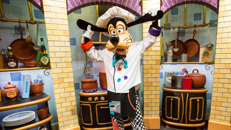 Goofy at Disneyland dressed as a chef
