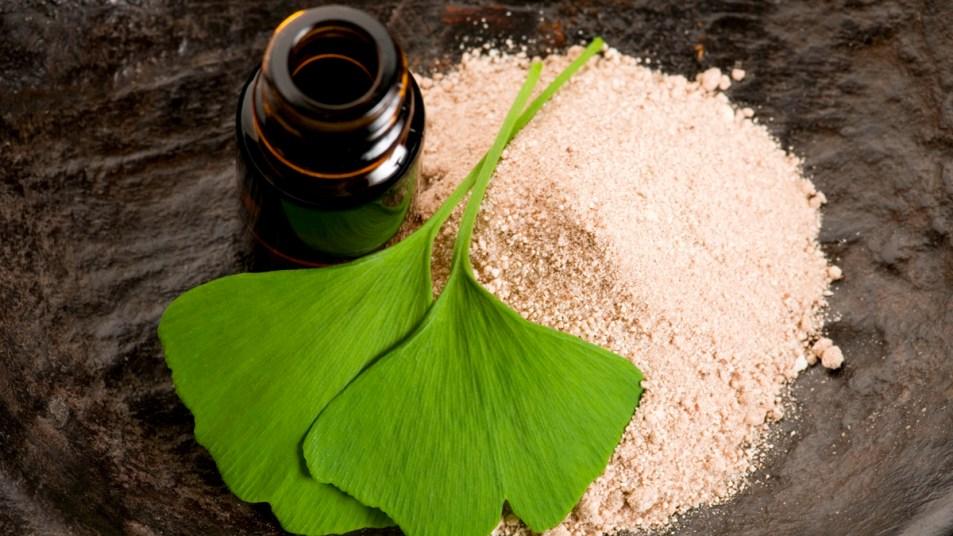 Ginkgo biloba leaves and powder
