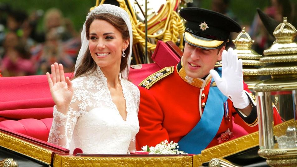 Princ William and Kate Middleton on their wedding day